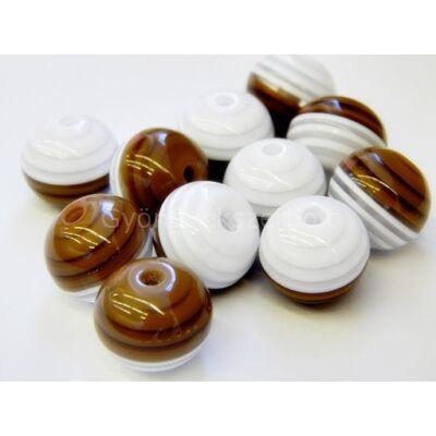 Barna-fehér csíkos műanyag gyöngy